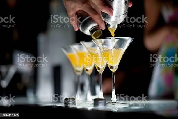 La Hora Del Cóctel Foto de stock y más banco de imágenes de Cóctel - Bebida alcohólica
