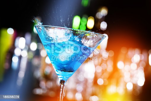 istock Cocktail in a nightclub 185058229