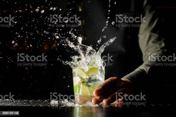 Cocktail splash with ice cubes and lime picture id938155146?b=1&k=6&m=938155146&s=612x612&h=tdyyblmj9slorrjoahewce7nsa47szbpcpbghd oebm=