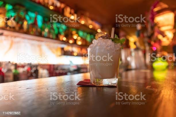 Cocktails in paris france picture id1142922652?b=1&k=6&m=1142922652&s=612x612&h=0drtir28dzx3vq4avflyijbqoezocffjxx2bb9tcknm=