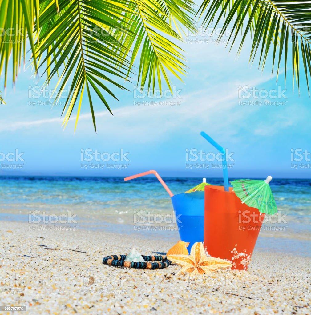 Cocktails onder een palmboom - Royalty-free Begrippen Stockfoto