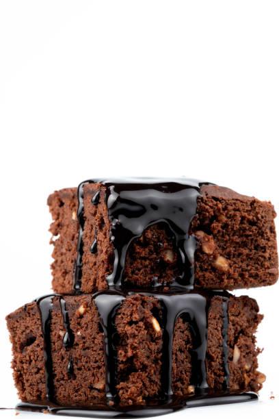 cacao cake en chocoladesaus - fudge stockfoto's en -beelden