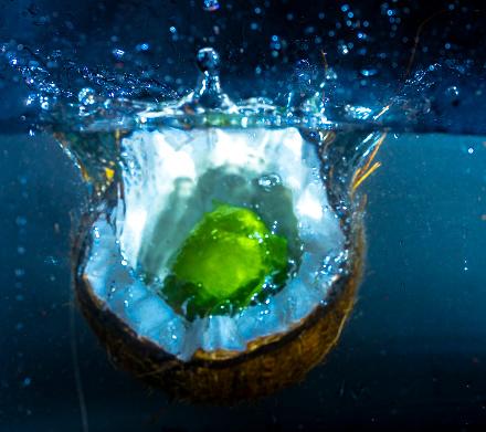 Kokos En Limoen Splash Stockfoto en meer beelden van Bel - Vloeistof