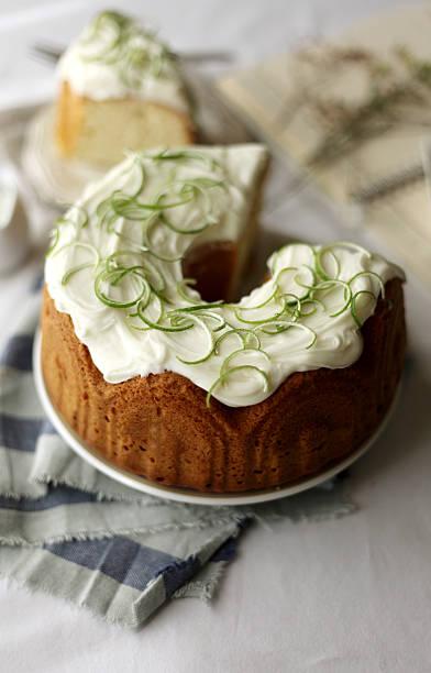 coconut cake - kokoskuchen stock-fotos und bilder