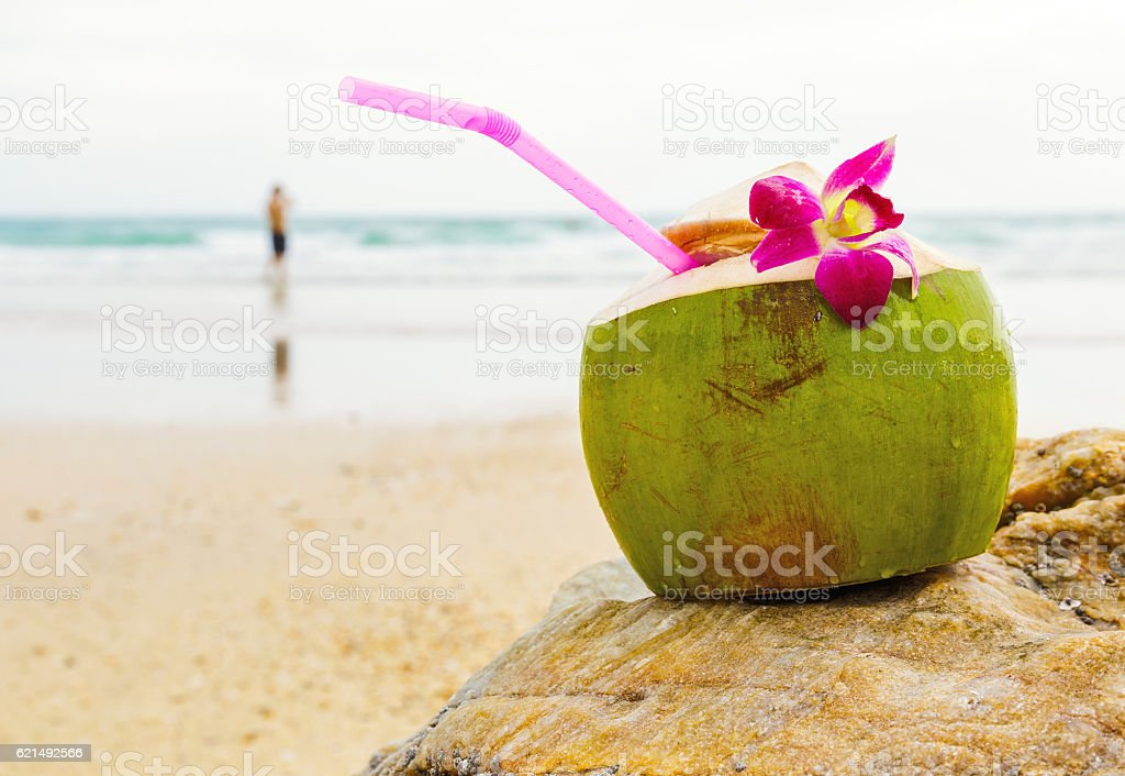 Coconut drink on beach Lizenzfreies stock-foto