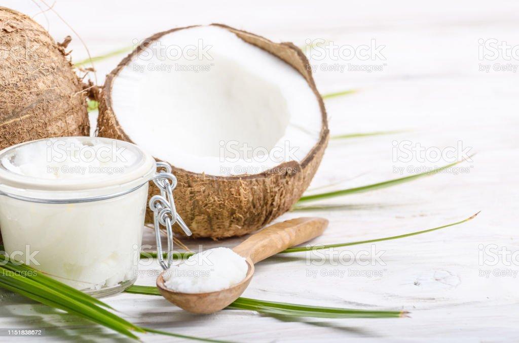 Kokosolie In Luchtdichte Glazen Pot Lepel En Schelp Stukken