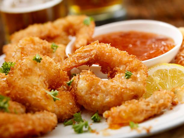 coconut shrimp - kızartılmış stok fotoğraflar ve resimler