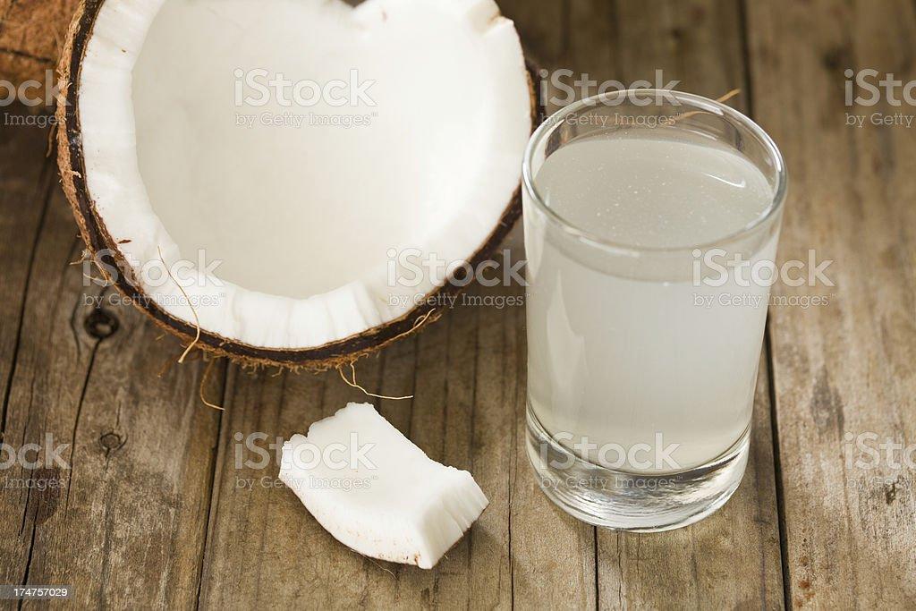 Água de coco e nozes - foto de acervo