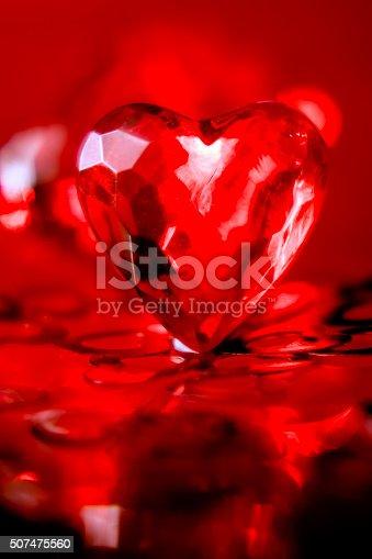 Coeur de verre rouge.