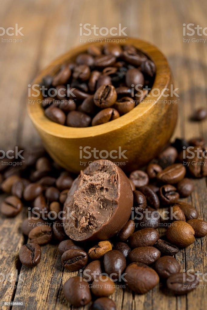 coffe beans on wood photo libre de droits