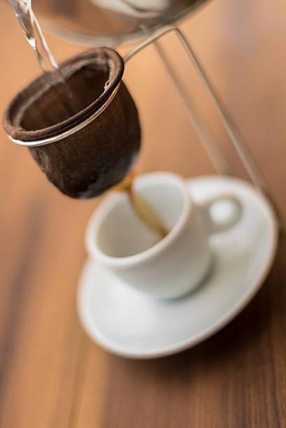 kaffee ist kultur - puderzuckersieb stock-fotos und bilder
