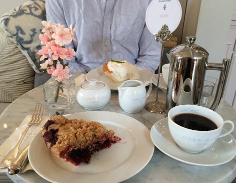 Coffe with dessert