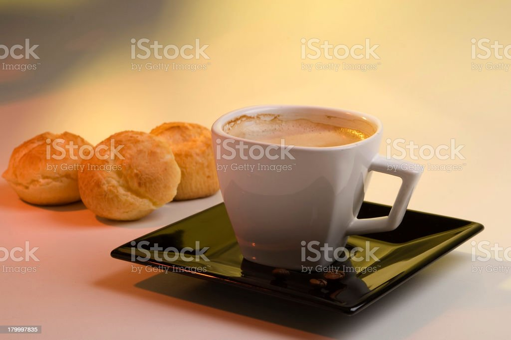 커피 및 치즈 빵 royalty-free 스톡 사진