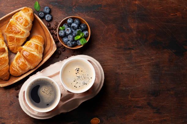 Kaffee- und Croissants-Frühstück – Foto