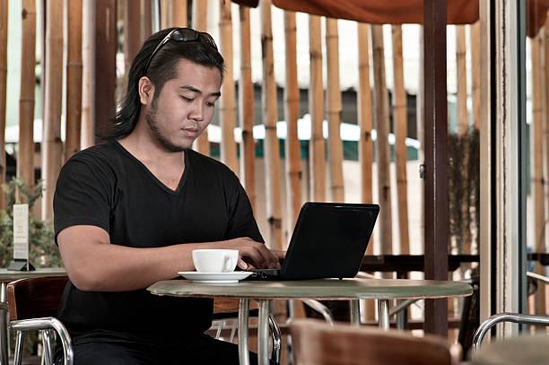 kaffee und internet - schwarzer kaffee net stock-fotos und bilder
