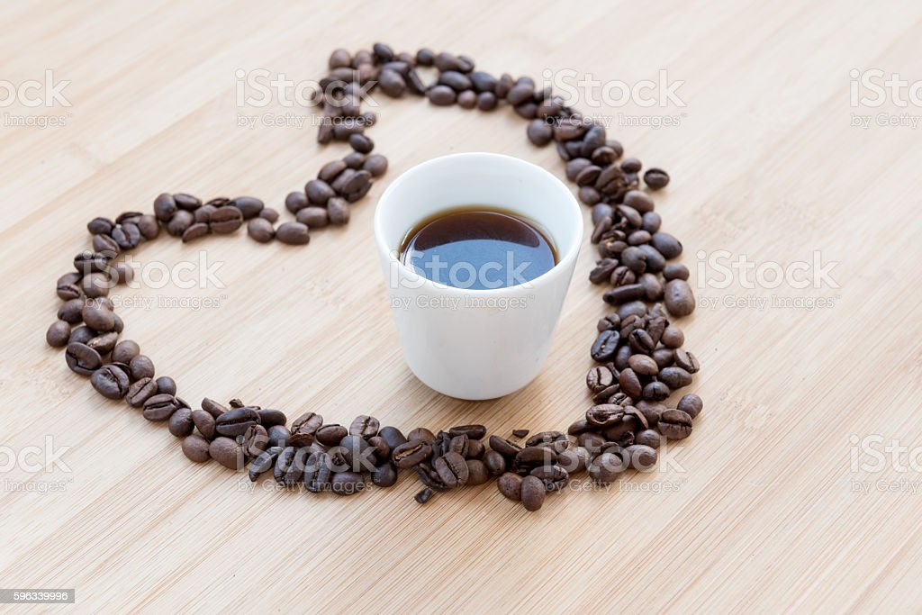 Coffee beans and black cup of coffee inside a heart Lizenzfreies stock-foto