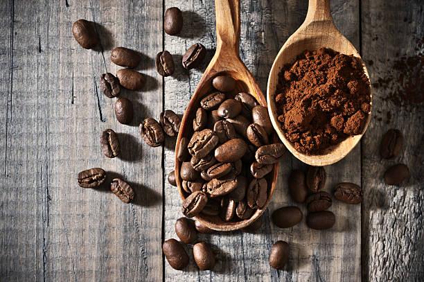 coffee beans and ground close-up - kaffeepulver stock-fotos und bilder