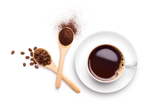 coffee beans and ground coffee on wooden spoon with cup of black coffee - café solúvel imagens e fotografias de stock
