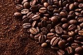 コーヒー豆を挽いたコーヒー