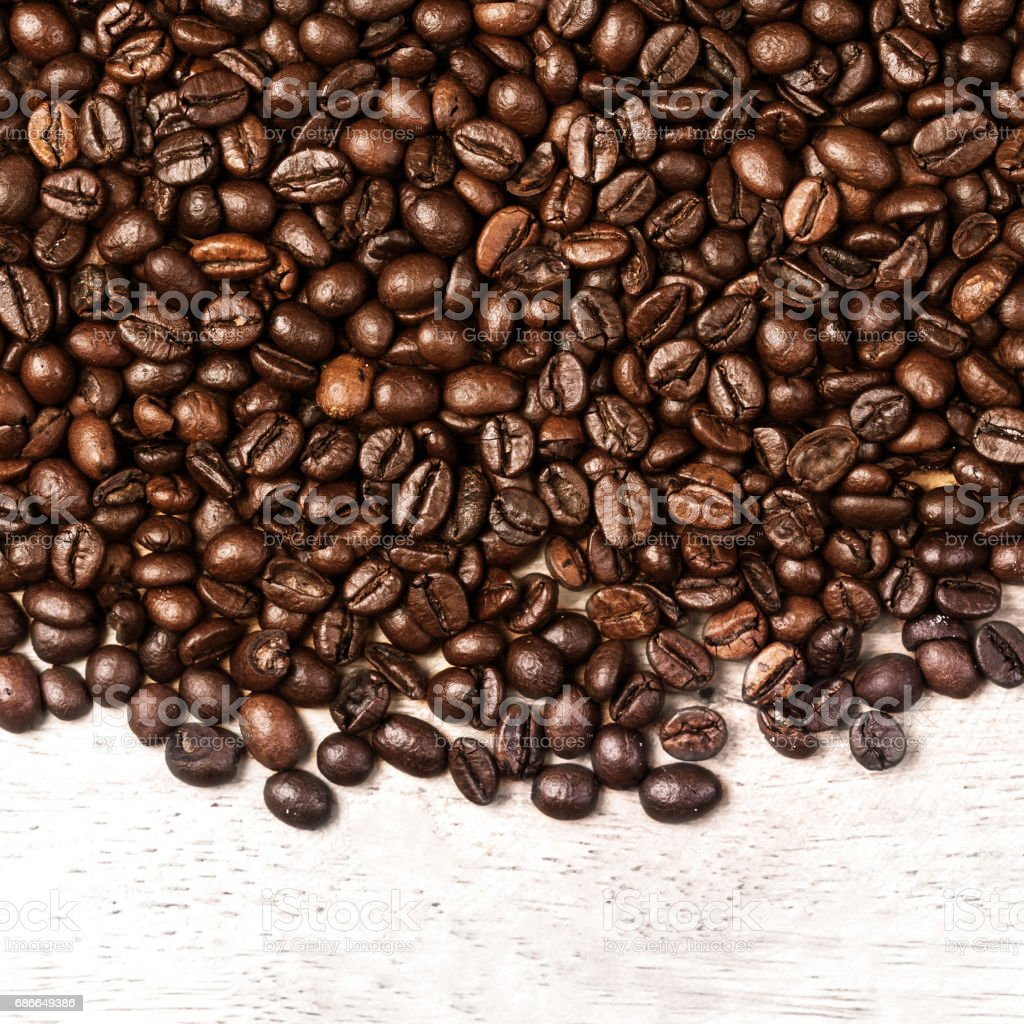 Coffee beans background macro. Dark Roasted coffee beans textured wallpaper for your design with copy space photo libre de droits