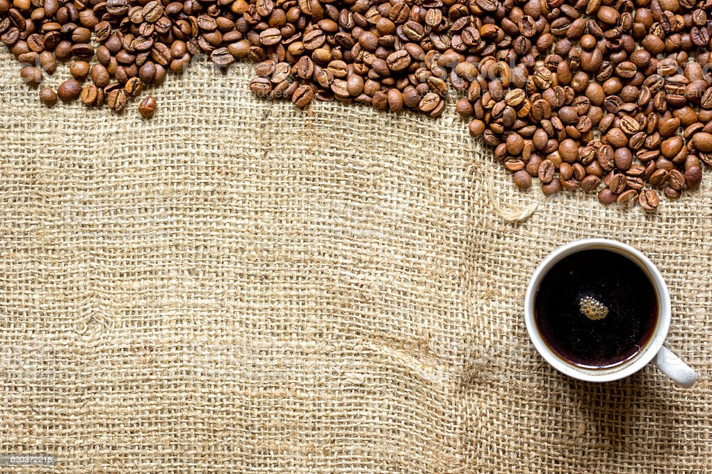 coffee beans, coffe cup on linen cloth background top view zbiór zdjęć royalty-free
