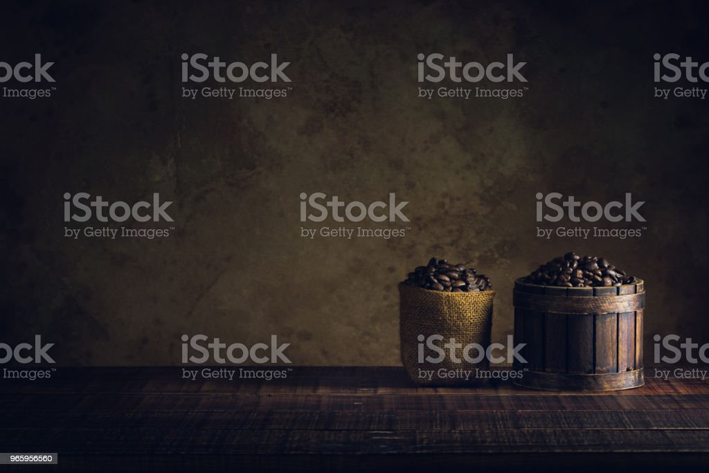 coffee beans in container on wood floor and old paper vintage aged background or texture - Royalty-free Antigo Foto de stock