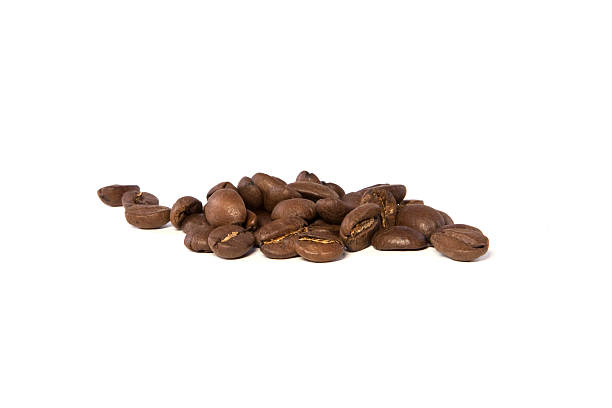 Kaffeebohnen, isoliert auf weiss – Foto