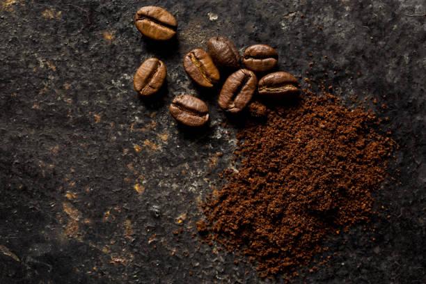 kaffee kaffeebohnen - kaffeepulver stock-fotos und bilder
