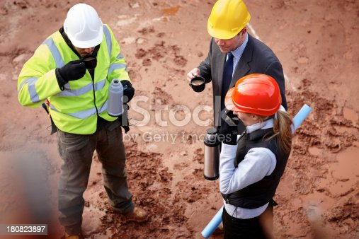 istock Coffee break at construction site 180823897