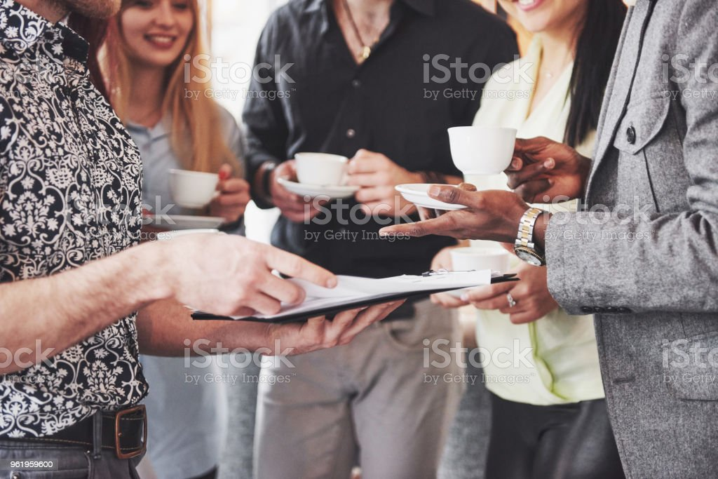 Kaffee-Pause Cafe Feier Event Firmenfeier. Teamarbeit-Brainstorming-Konzept – Foto