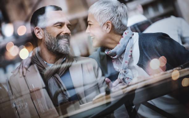 fika konversation. - middle aged man dating bildbanksfoton och bilder
