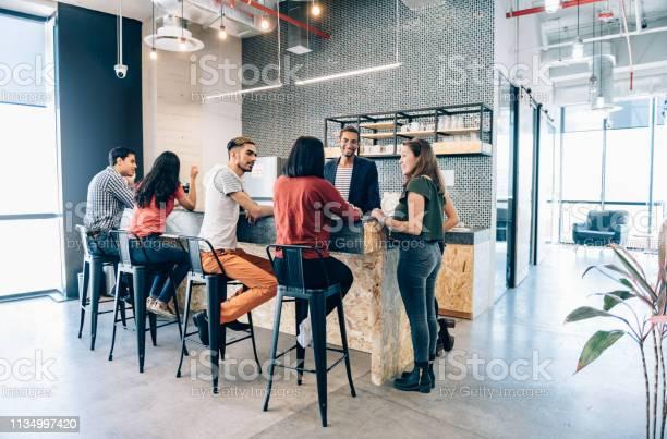 Coffee break in coworking office picture id1134997420?b=1&k=6&m=1134997420&s=612x612&h=6rdow qimn0pvucjznm8t6lefegizfokaoy1fot922a=