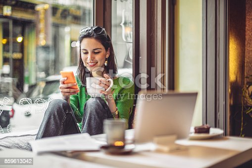 istock Coffee break 859613042