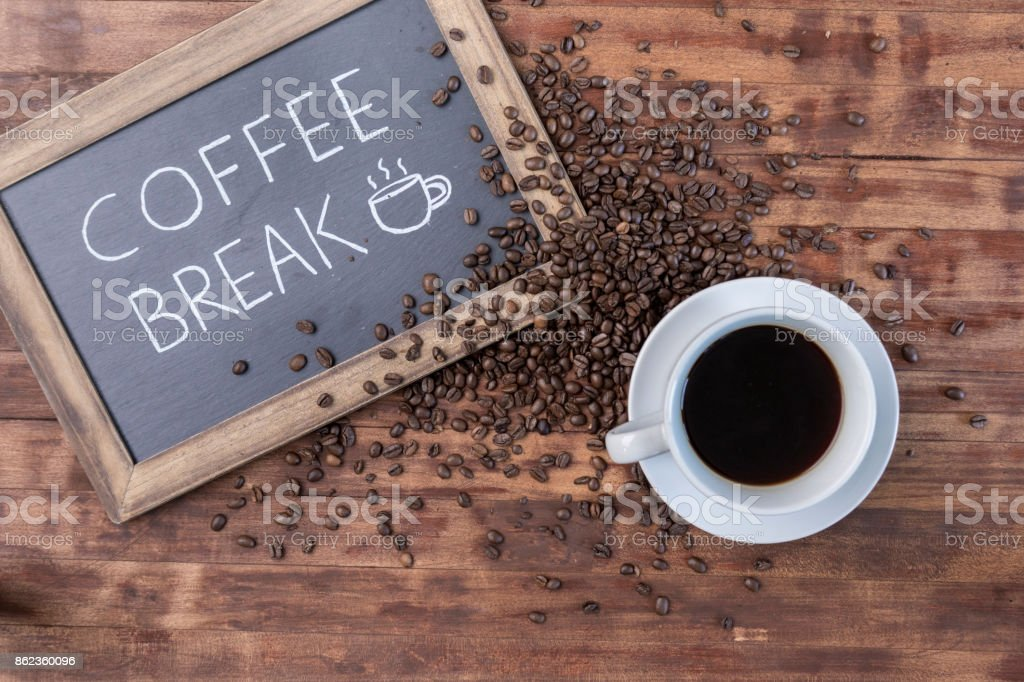 'Coffee break' sign and coffee on rustic wooden surface stock photo