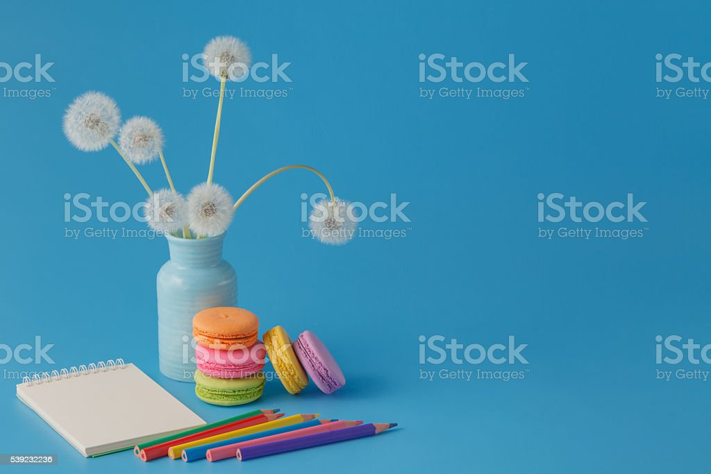 coffee break with macaroon foto royalty-free
