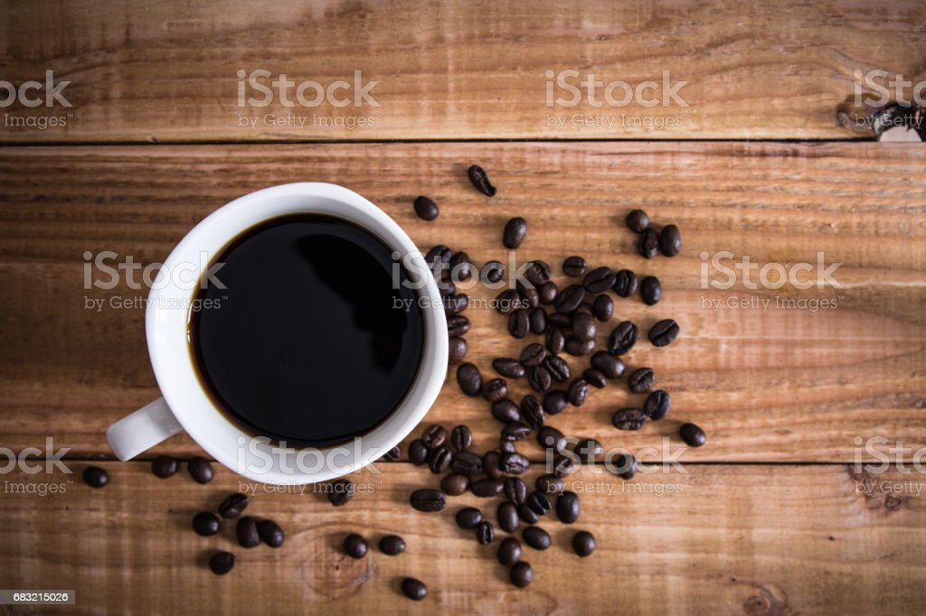 Coffee cup and coffee beans on wooden background. Top view. royalty-free 스톡 사진