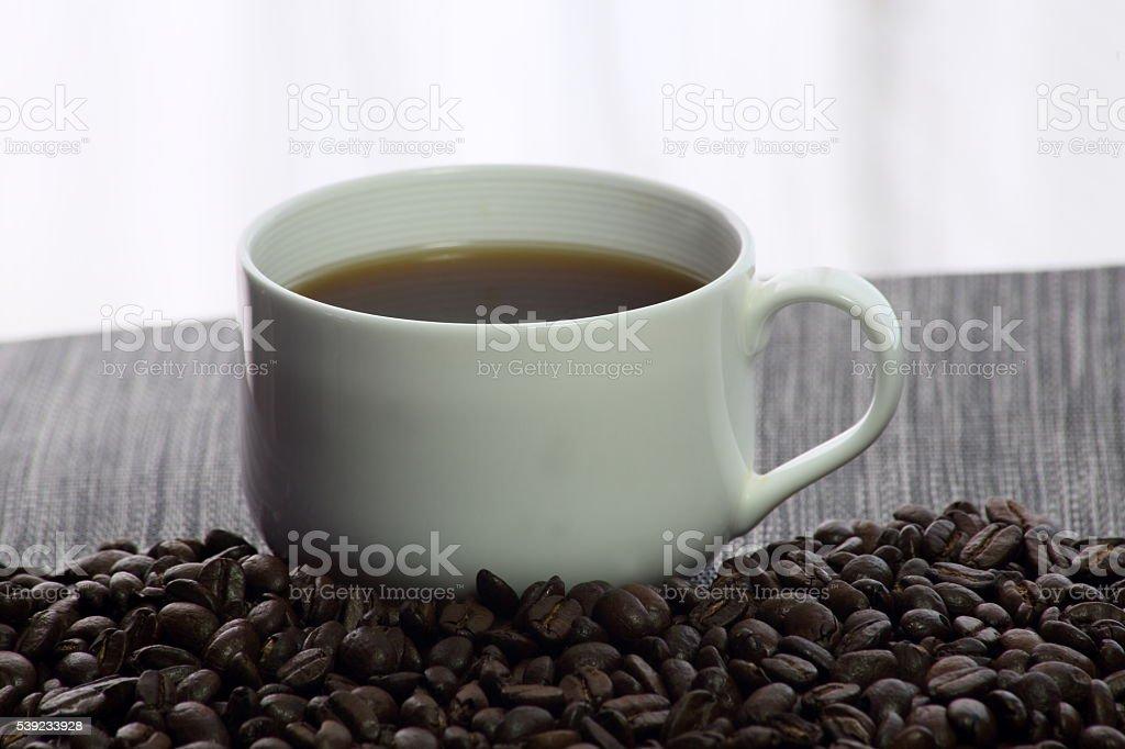 Taza de café y granos de café foto de stock libre de derechos