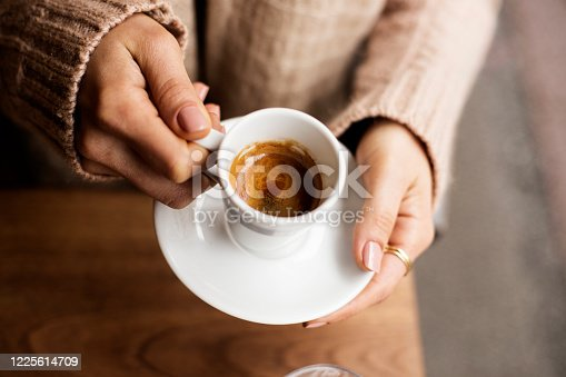 Coffee - Drink, Cup, Mug, Cafe, Directly Above, Frothy Drink, hand, Women, One Woman Only,  Holding, Coffee Cup, Latte, Cappuccino, espresso, tea,