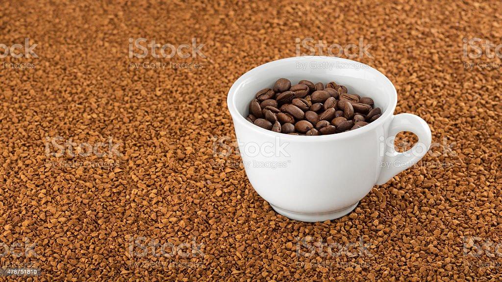 Kubek Z Kawa Na łóżku Kawa Rozpuszczalna Granulek Zdjęcia