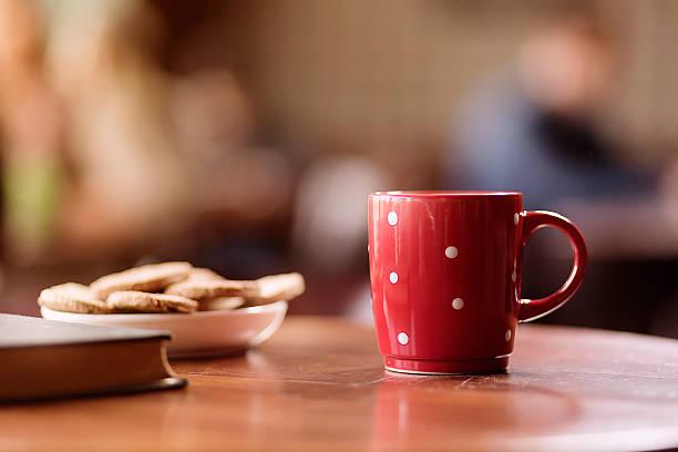 Kaffeetass'auf Tisch – Foto
