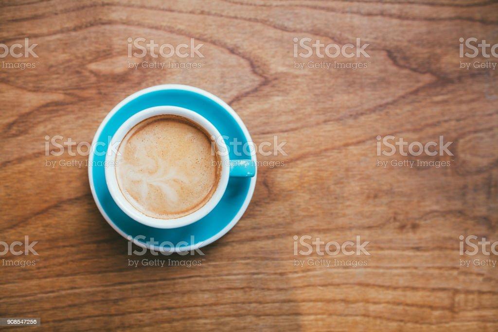 Copo de café sobre o conceito de mesa de madeira - foto de acervo