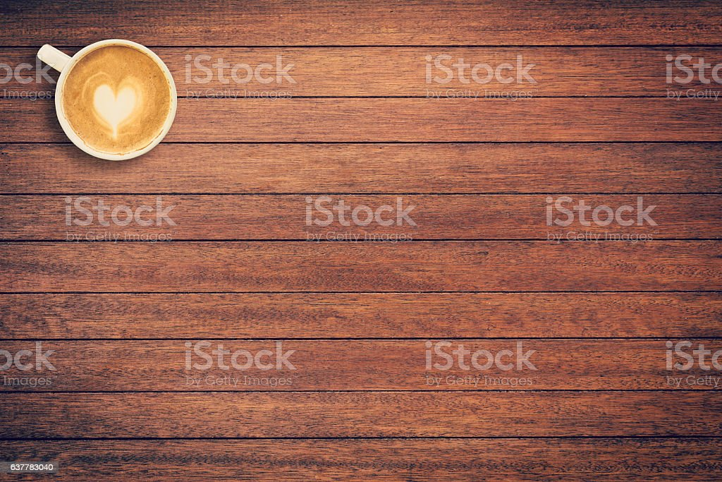 Coffee cup on wood texture and background with space. – zdjęcie