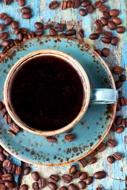 木制背景的咖啡杯 - 咖啡 飲品 個照片及圖片檔