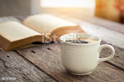 istock Coffee cup on wooden background 821579154