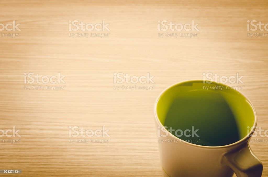 Coffee cup on wooden background: vintage tone foto stock royalty-free