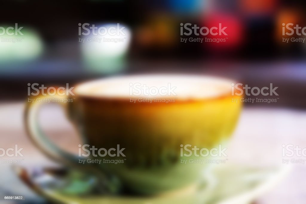 Coffee cup on wooden desk , blurred effect foto stock royalty-free