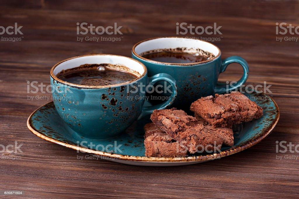 Filiżanka do kawy z plików cookie na stół  zbiór zdjęć royalty-free
