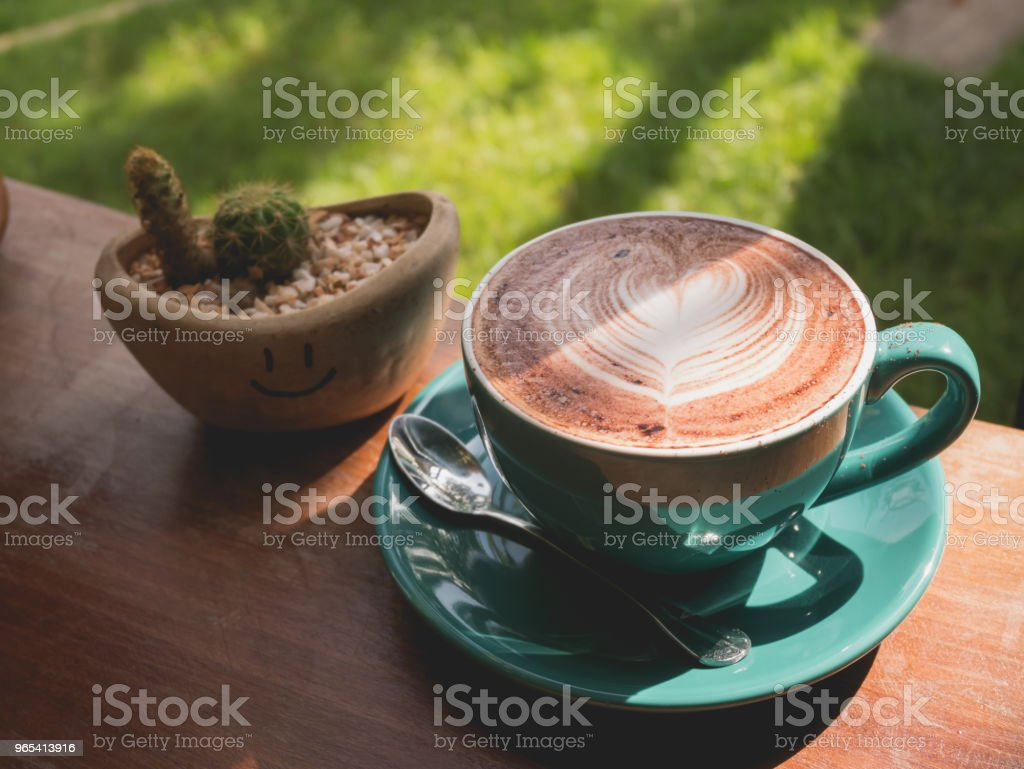 coffee cup with heart shape latte art on wood table zbiór zdjęć royalty-free