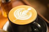 ラテアートのコーヒー ショップでコーヒー カップ