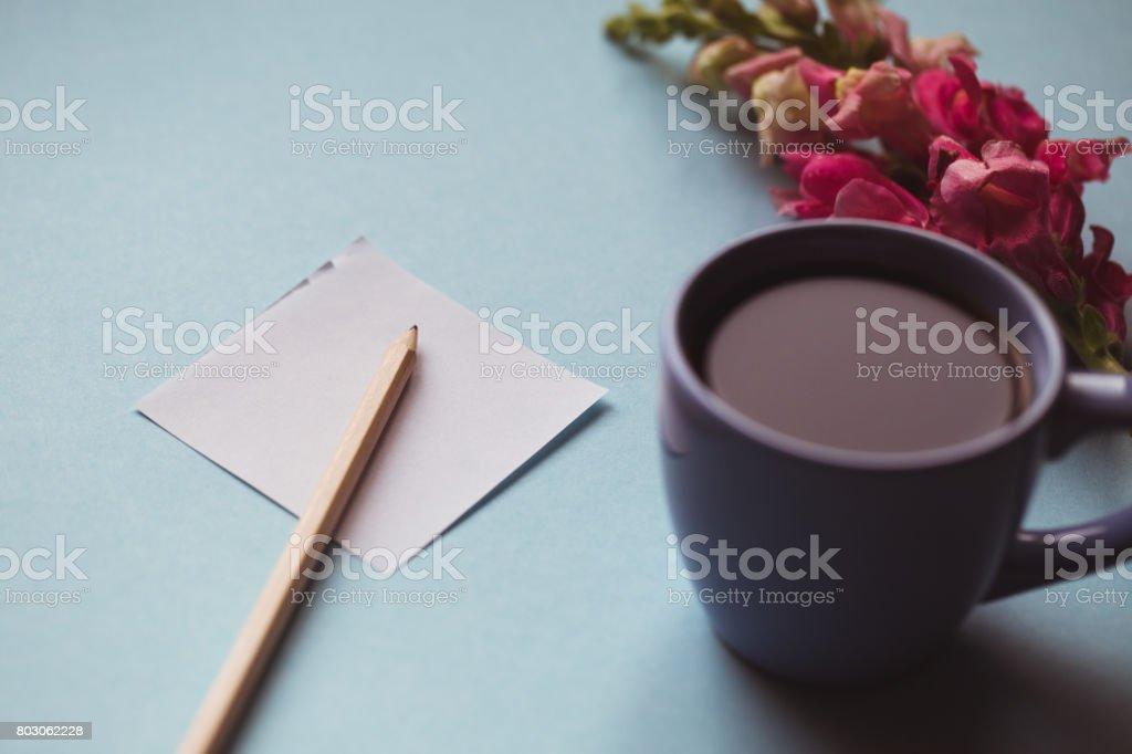 Kaffeebecher Mit Noten Von Frühlingsblumen Und Guten Morgen